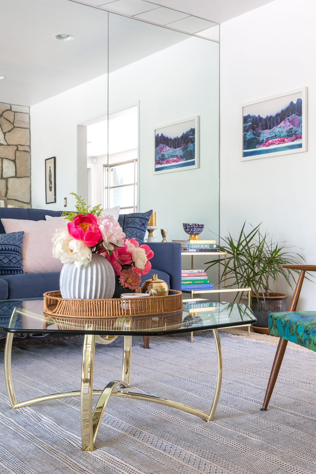 A vintage splendor shares her mid century modern eclectic for Contemporary eclectic living room