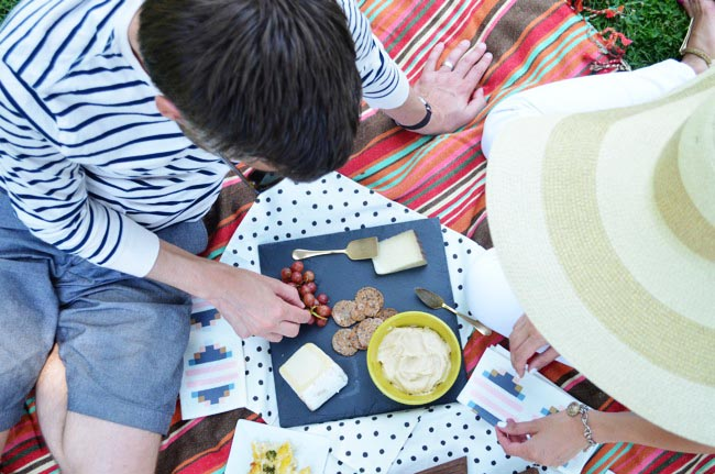 picnic blanekt food