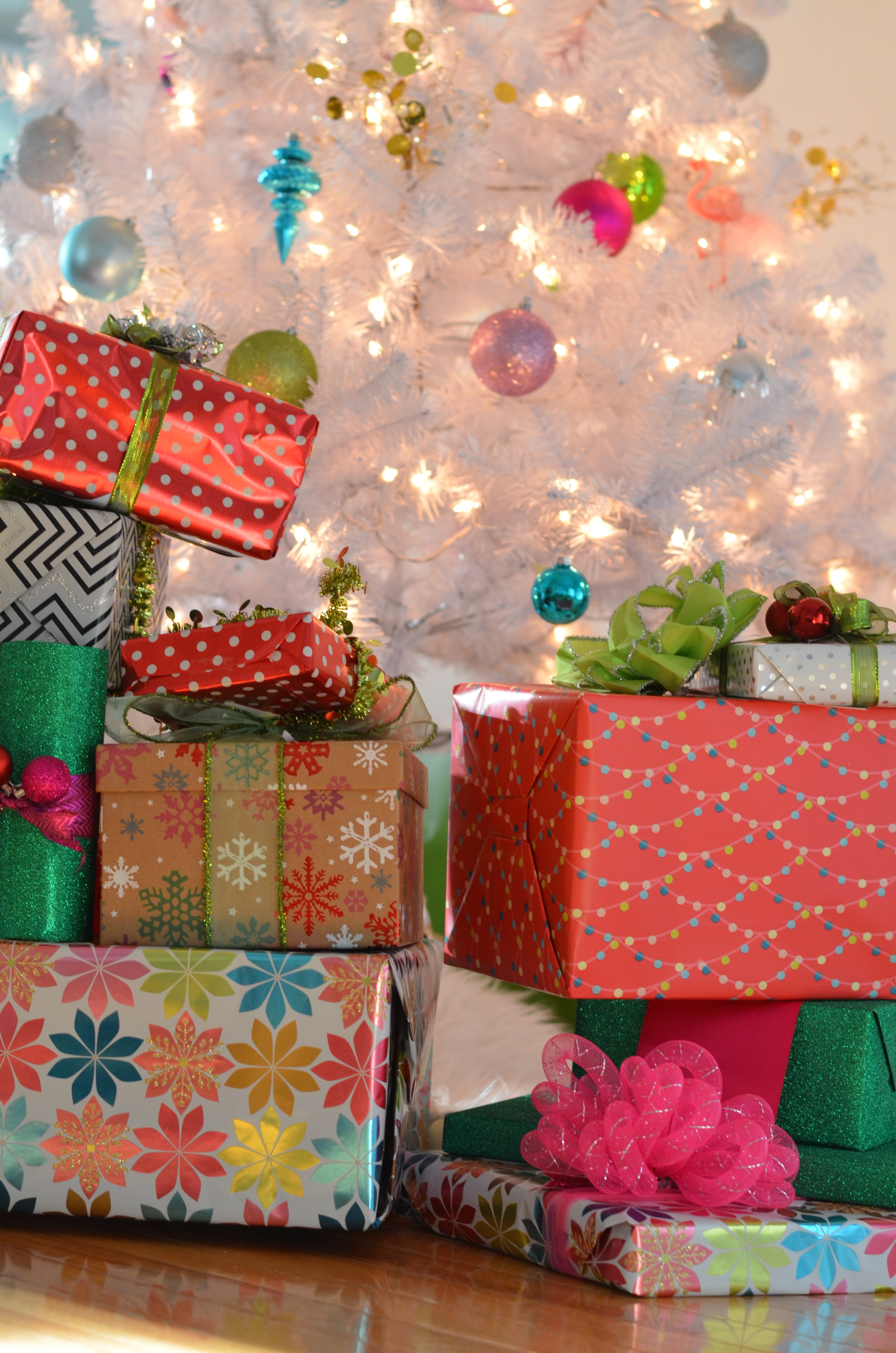 gift-wrapping-party-1