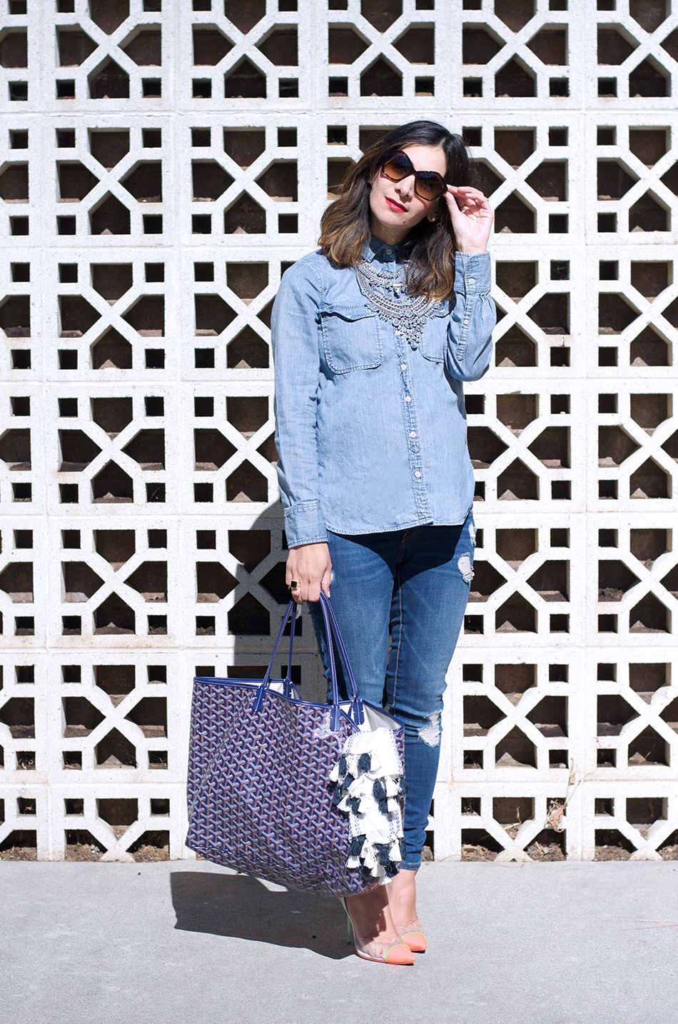 denim maternity outfit