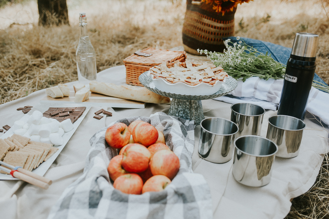rustic fall picnic ideas