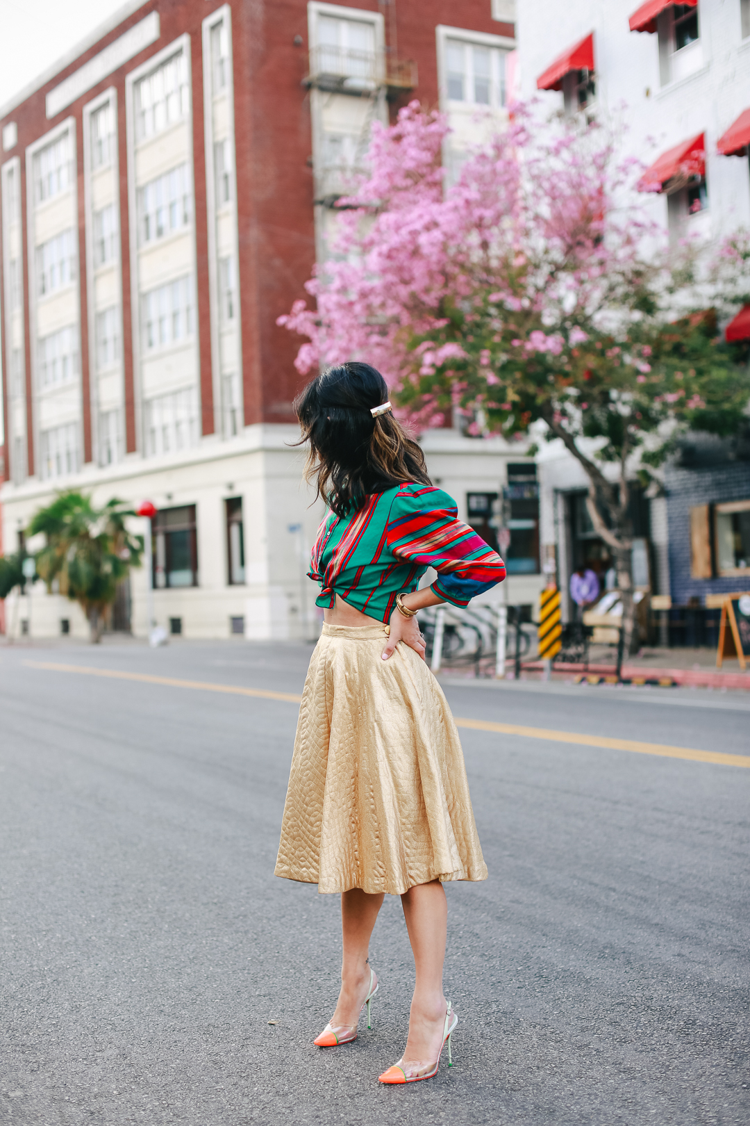 vintage gold skirt outfit ideas